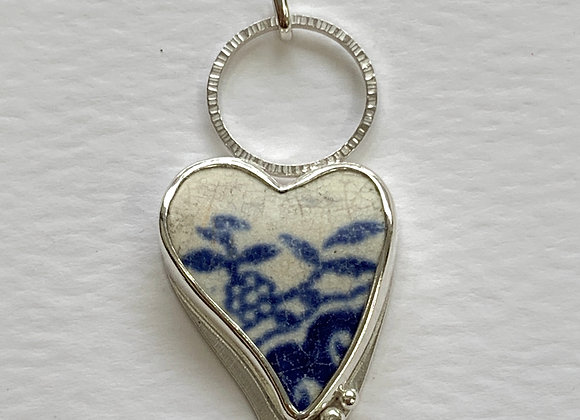 Heart pendant with white and little flower