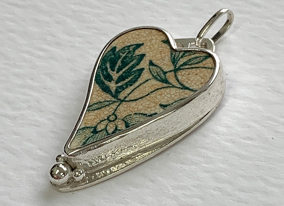 Green pendant with Leaves
