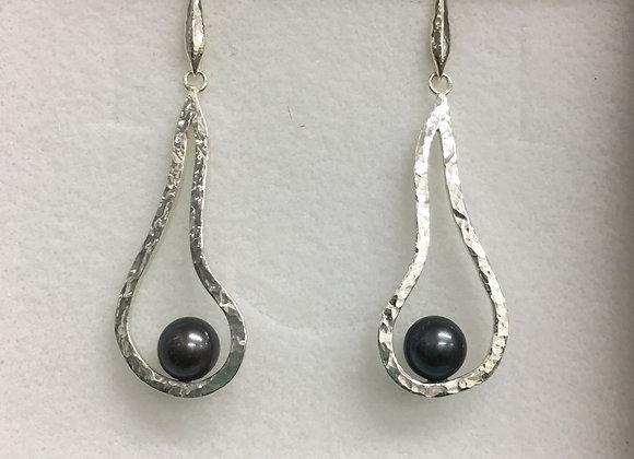 Melting Sitting Pearls Earrings