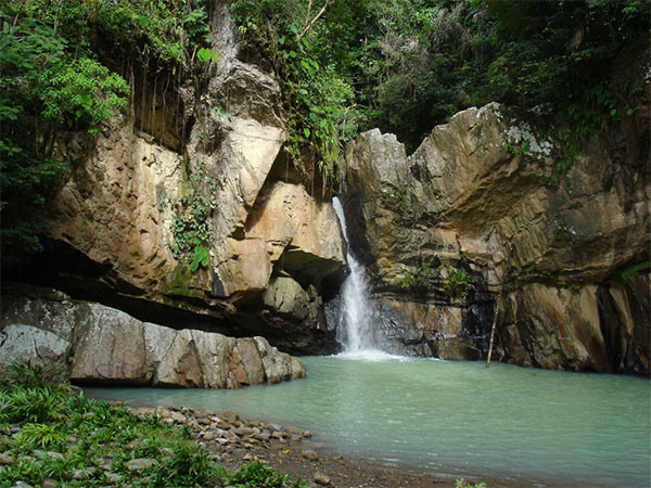 Cascada de agua termal