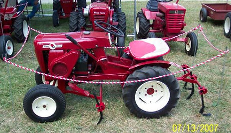 1961 Wheel Horse model 701 with mounted cultivators