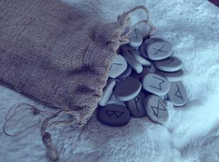 Tirage des runes ou comment utiliser les runes en tant que guide?