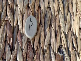 Rune THURISAZ, THORN, THURS, THURISA, THUIT, THURISAR, THOR : signification du tirage et utilisation