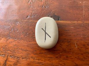 Tirage de la rune Nid, Nauthiz, Naudhiz, Naudr, Nyd, Naud, Naudhr, Naudir, Naudth : significations