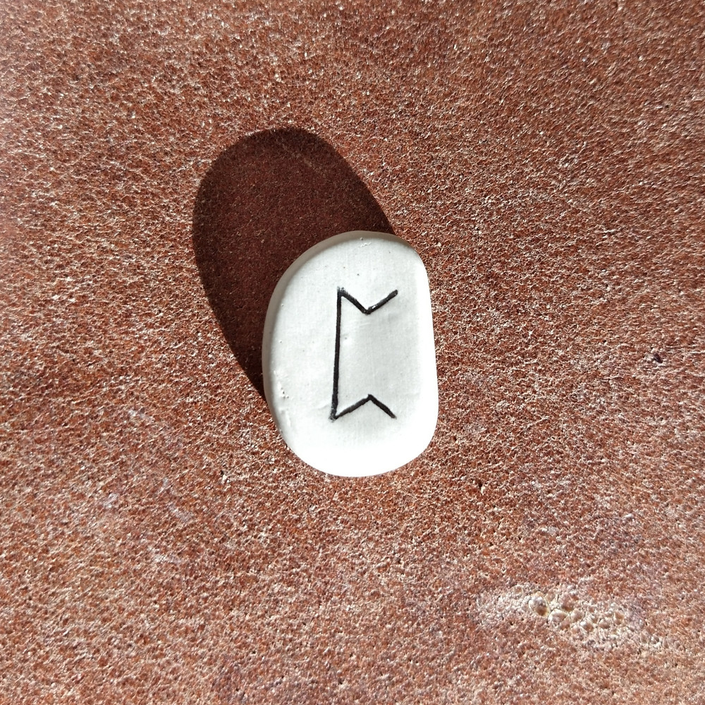 Comment interpréter le tirage de la rune Isa, Is, Neis, Ici, Isar, Isaz, Iss, selon son utilisation (symbolisme, signification ésotérique, soins, voyance, etc) ?