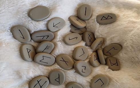 voyance par téléphone - tirage runes ora