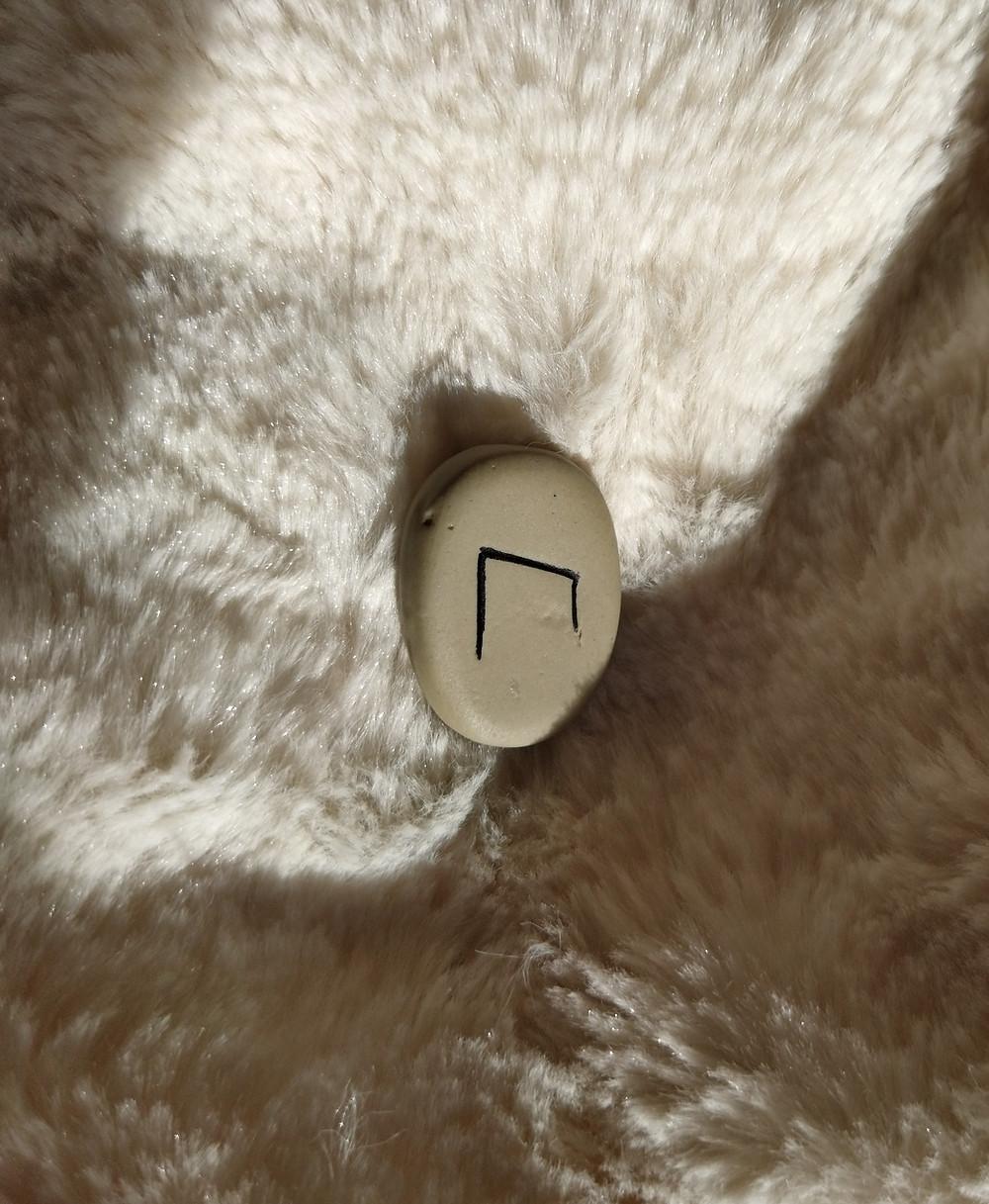 Comment interpréter le tirage de la rune Uruz, Ur, Uruz, Urur, Urus, Uraz ou Urs, selon son utilisation (symbolisme, signification ésotérique, soins, voyance, etc) ?