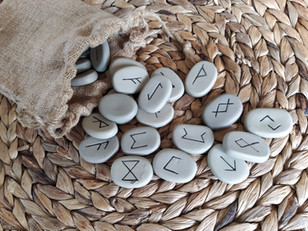 Tirage de runes : origines historiques de l'art nordique de la divination