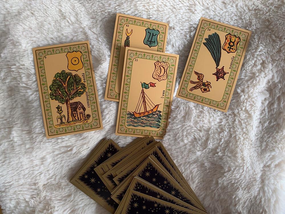 Contacter une voyante : clairvoyante, cartomancienne, runologue, tarologue, divination par le pendule