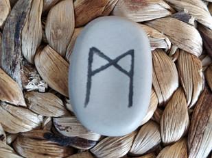 Tirage de la rune MANNAZ, MAN, MADR, MADHR, MADTHR, MADTHUR, MANN, MANNA, MANNAR, MANNAZOLD :