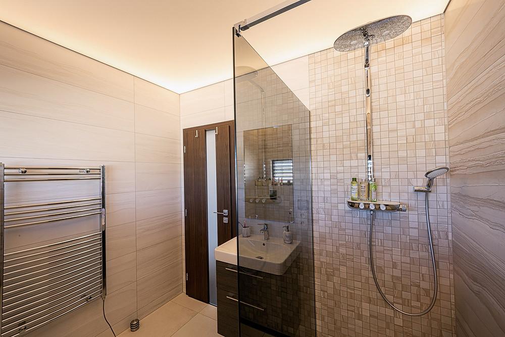 osvetlenie kúpeľne LED napínaný strop svetelné stropy