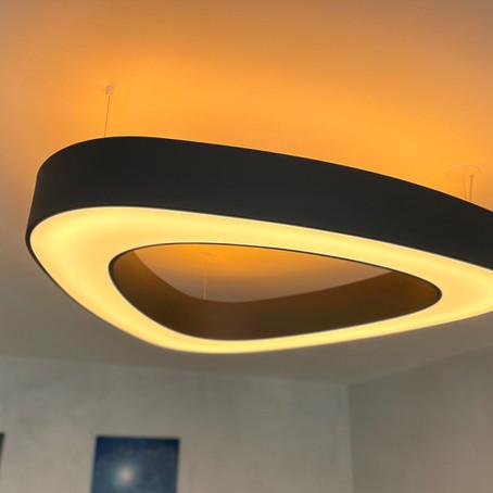 Nočné LED: Jantárové svetlo pre zdravý spánok