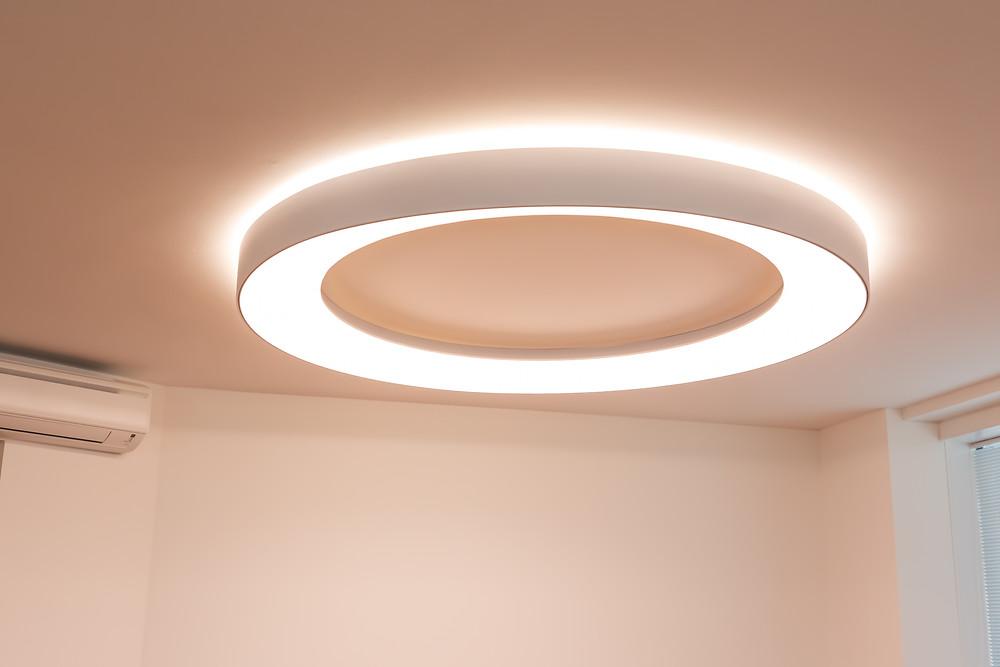 osvetlenie obývačky prstencové svietidlo svetelné stropy