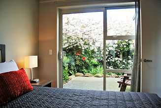 Oxford Village Motels - Apartment with garden view