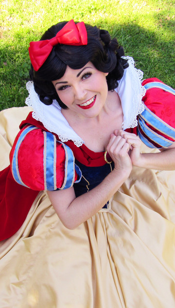 Snow White Story Time and Sing A Long