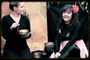 Julie, syngeskåle & Tommelise