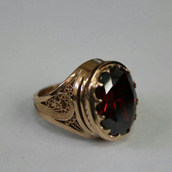 Печатка женская с камнем