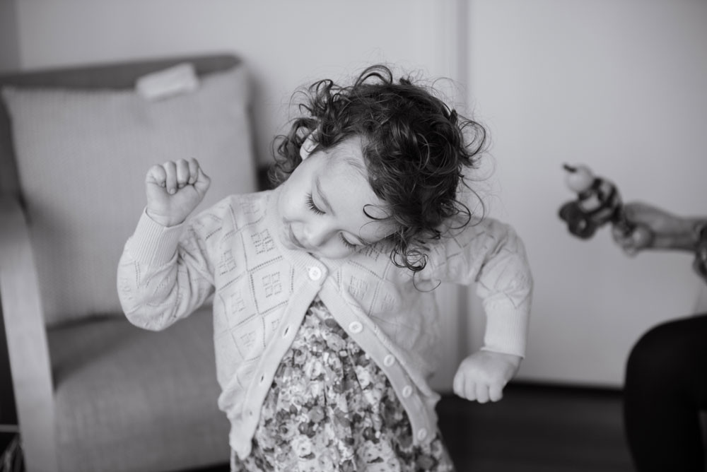 Girl dancing - family photography