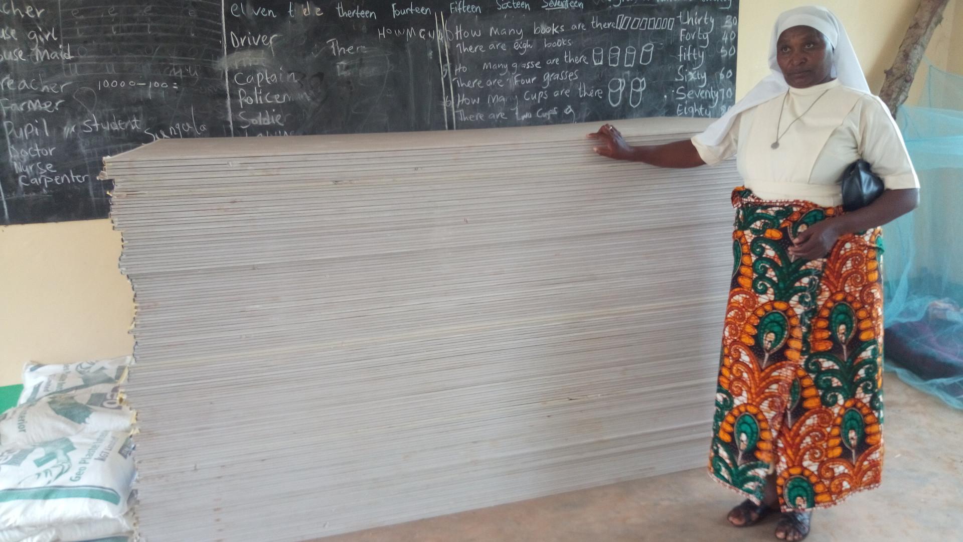 03/19 - Empfang der Baumaterialien für das neue Schulgebäude