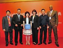 77 2014 06 12上海威联中国艺术基金会主席合影.jpg