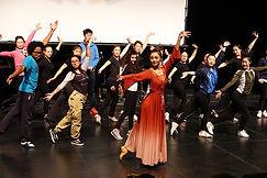 111. 中国歌剧舞剧院《昭君出塞》主要演员和观众互动.jpg