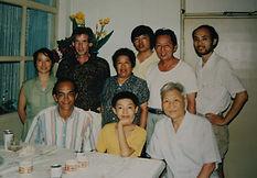 14 1993 出国后第一次带中美朋友回家看望父母和岳父.jpg