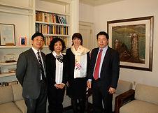 56 2011 11 刘勇夫妇访问校长华俊并捐款给CCART.jpg