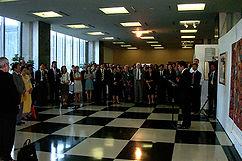 24 2002 丛志远在联合国总部大厅个展致词.jpg