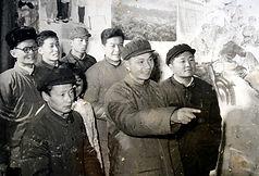 02 1975 丛志远(左后3)和康平馆长(左后1)在如东县文化馆.jpg