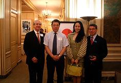 41 2009 11 王滨策划在纽约花旗银行举办展览.jpg