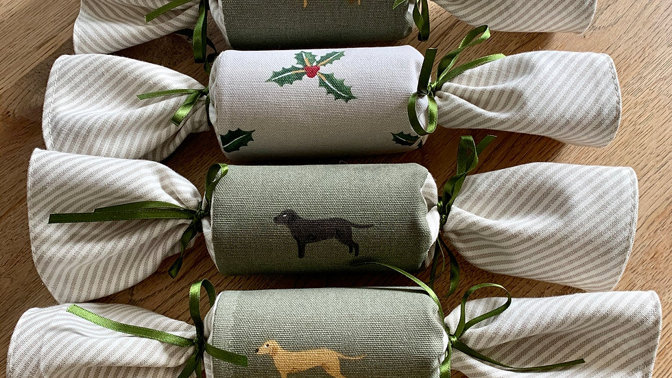 Box of Four - Reusable Fabric Cracker Golden and Chocolate Lab/ChristmasHolly