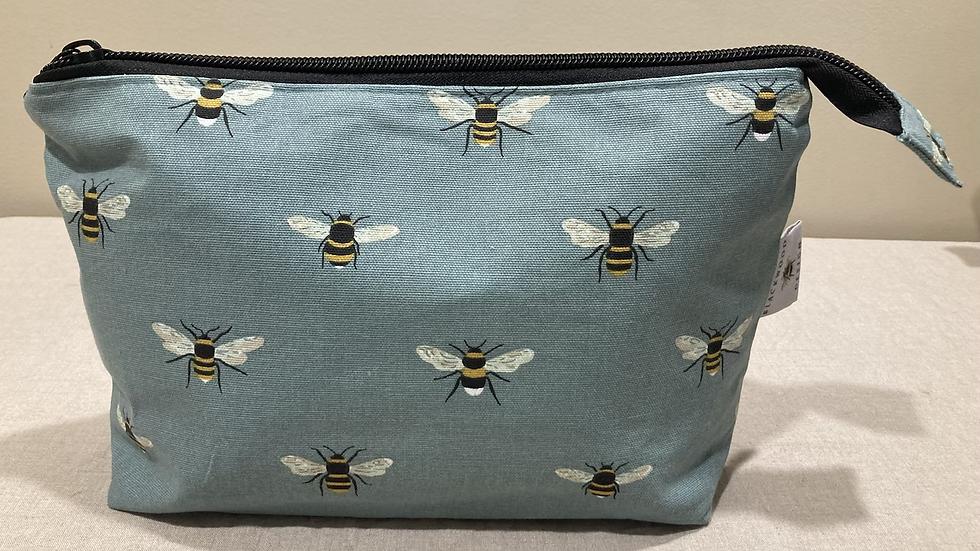 Bees Wash Bag
