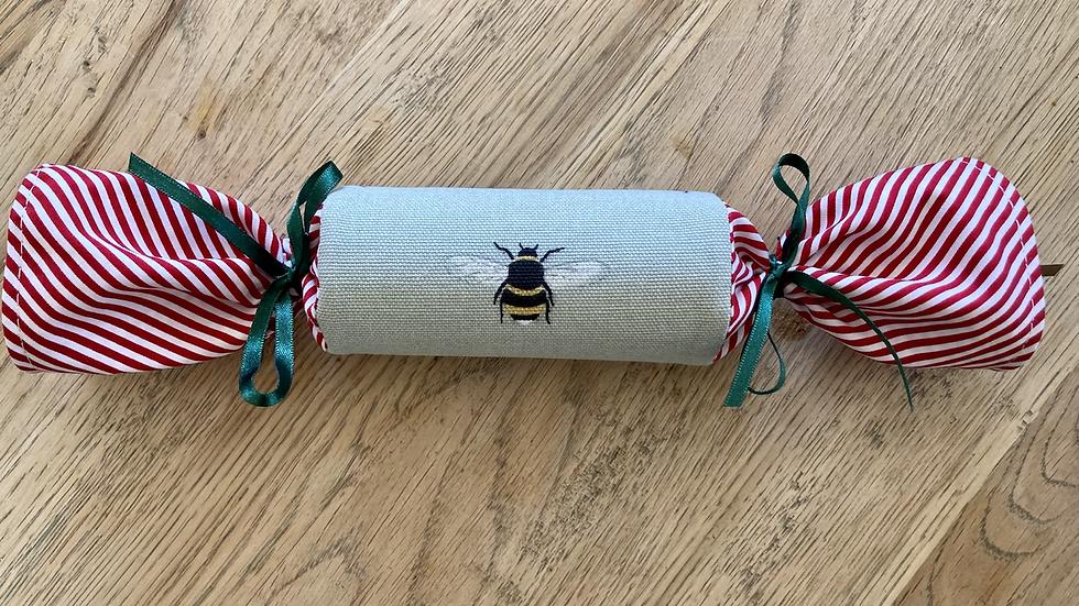 Single Reusable Cracker - Bee/Holly