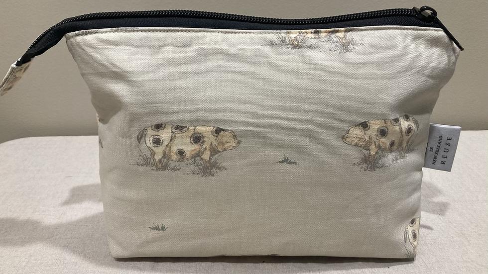 Pig Wash Bag