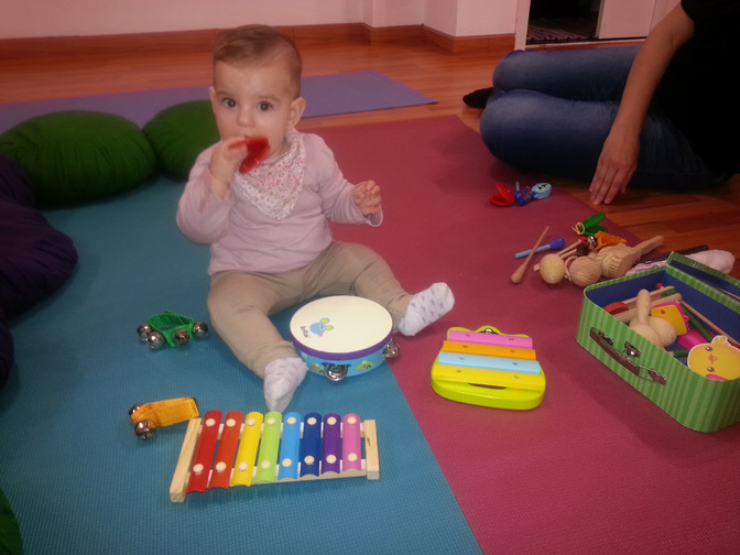 Avui al Petit Pesolet sessió d'Estimulació musical per nadons i Ioguicontes!