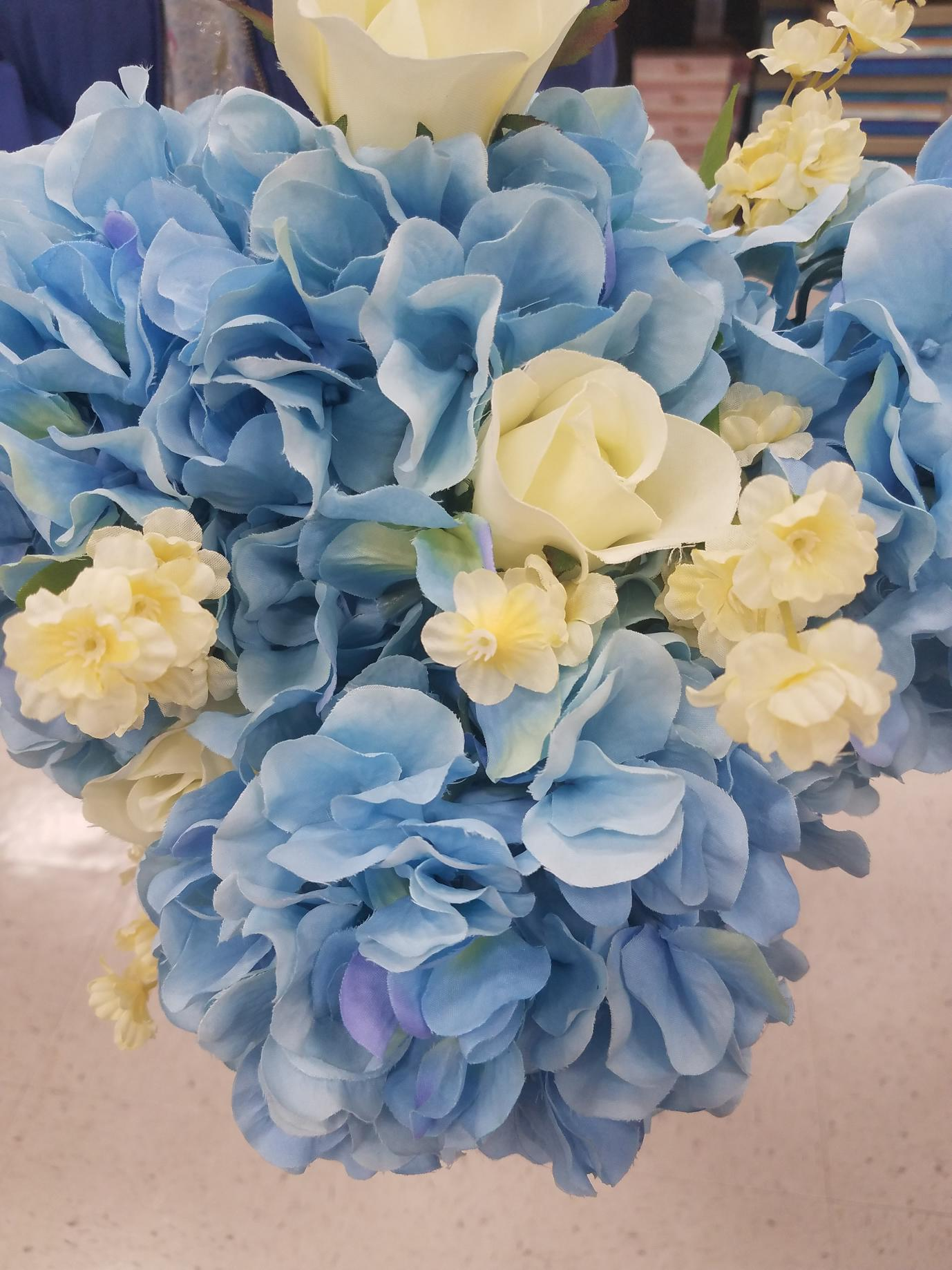 sky blue hydrangea with pale yellow roses 1