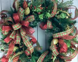 traditional christmas wreath 2_edited