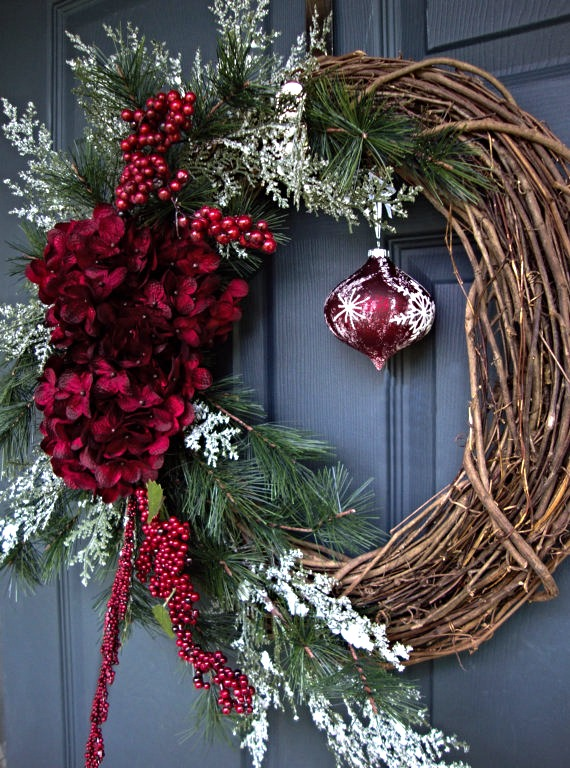 traditional christmas wreath with ornament_edited