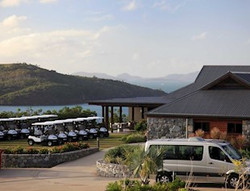 clubhouse-and-golf-carts
