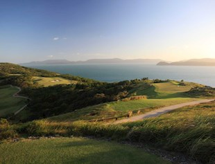 sunset-over-the-hamilton-island-golf-course