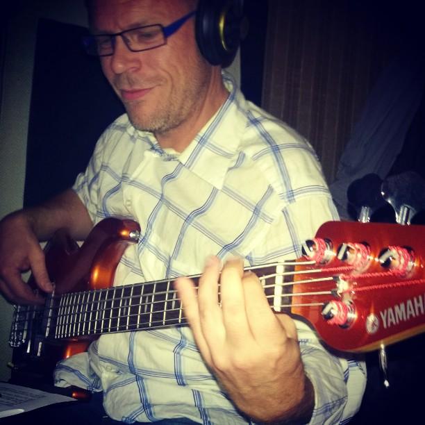 Bassmann _Torsteinsen legger djupe spor i #studio_#yamaha