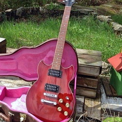 Fab surprise! Modified Yamaha SG500b... I used to dream about these in the eighties... Still going s
