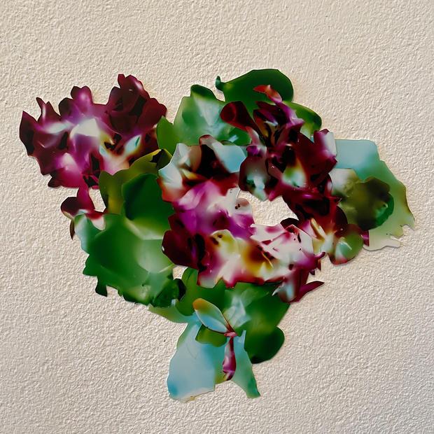 Posie (dahlia, gladiolus, rose)