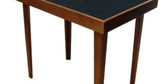 PROFESSIONAL CLOSE-UP TABLE
