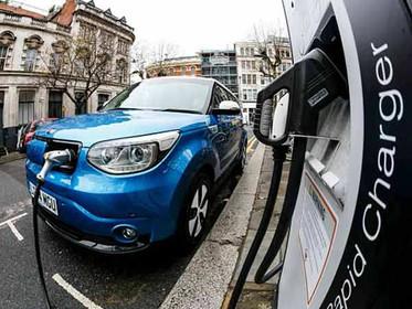 Startup cria combustível à base de água para veículos elétricos