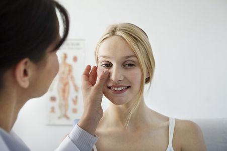 Consulta-Dermatologia-768x512.jpg