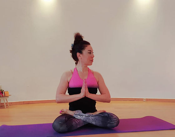 karima yoga lotus priere hands.jpg