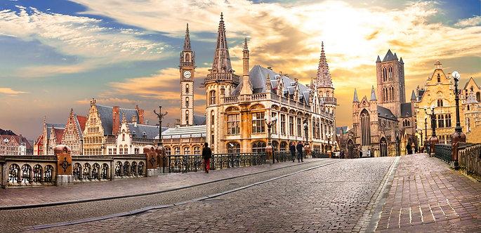Средневековый бельгийский город Гент на закате