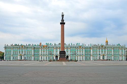 Зимний дворец и Александровская колонна в Санкт-Петербурге