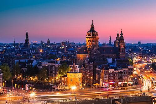 Вид на ночной Амстердам после заката